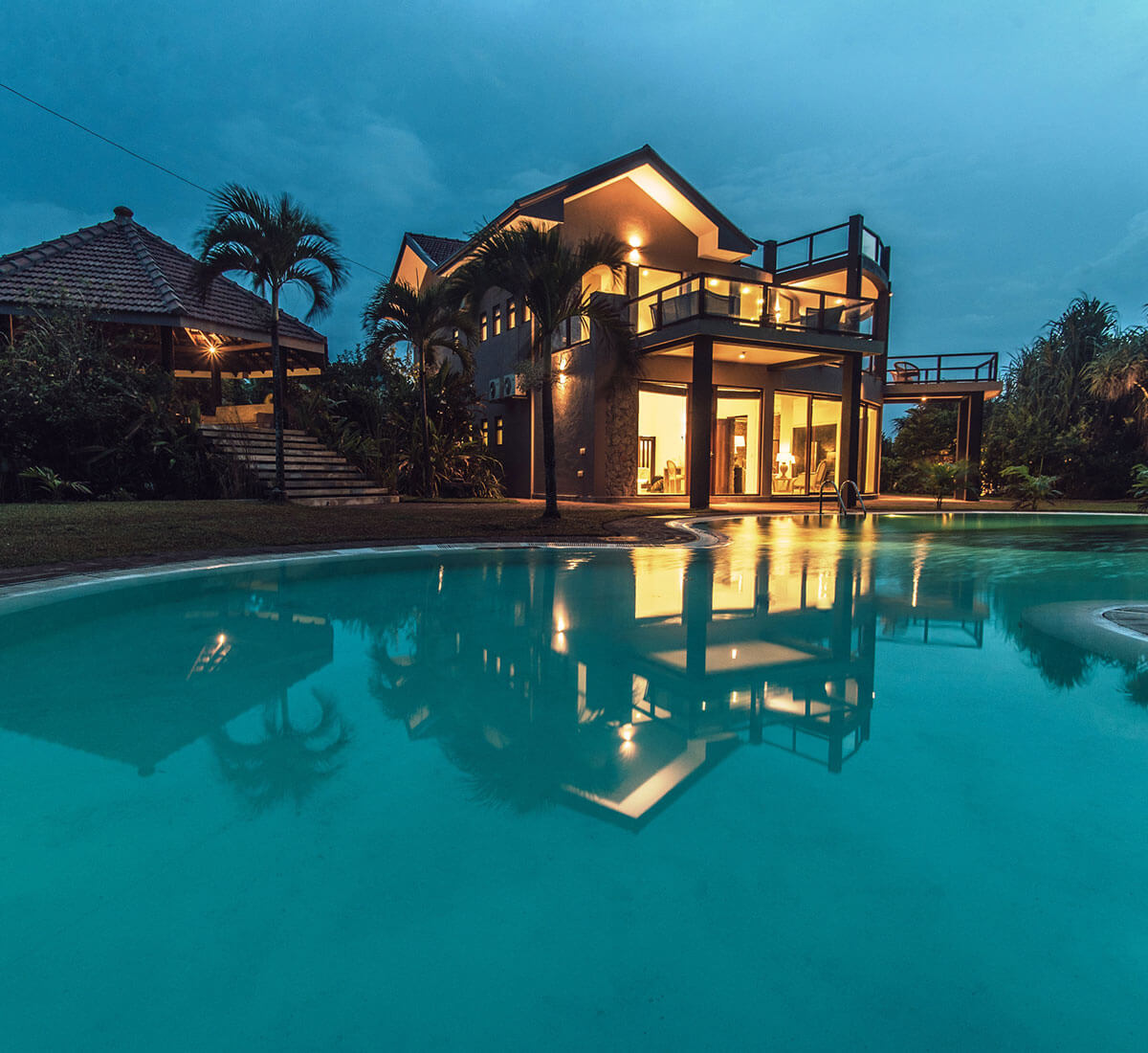 poolside view of villa thuya balapitiya
