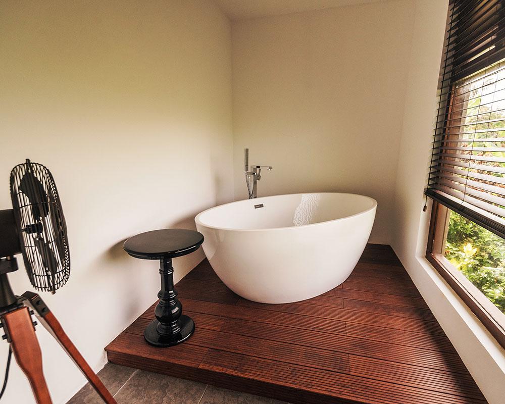 Serendipity_Hotels_bath tub near a window